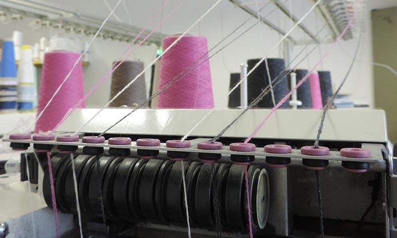 Magliera MaTi's produce capi in Cashmere, Seta, Lino e lana Merinos a Villafranca in Lunigiana (MS)